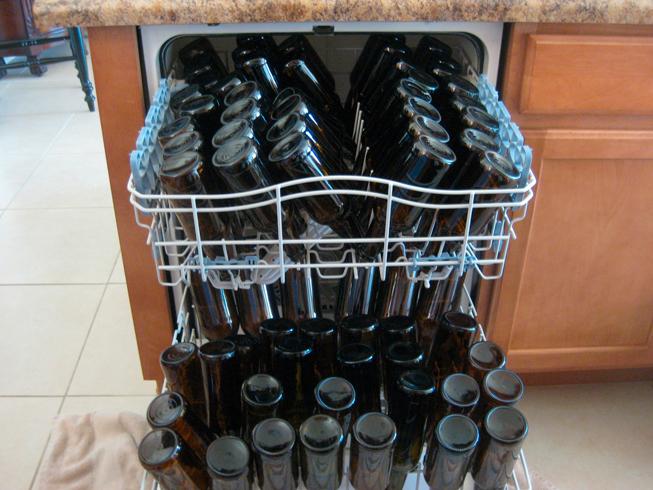 cómo quitar las etiquetas de las botellas de cerveza
