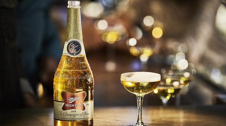 cerveza en botella de champaña