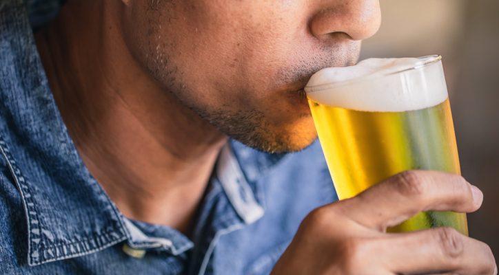 mexicanos beben 1.3 litros de cerveza a la semana