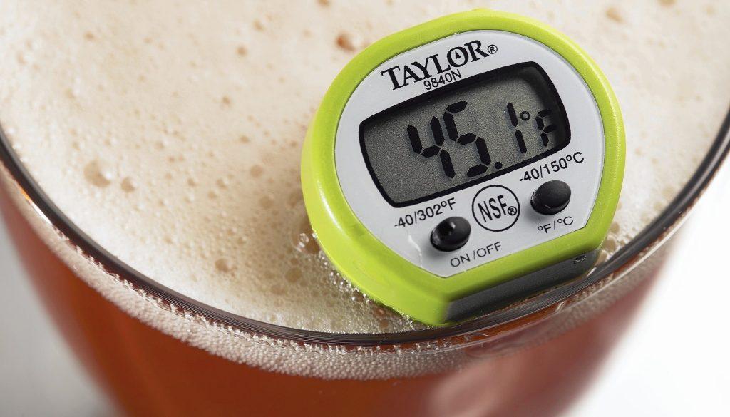 a qué temperatura se debe servir la cerveza