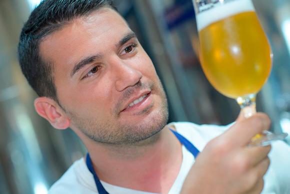 tomar notas durante la elaboración de cerveza