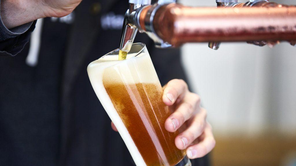 precios de la cerveza podrían duplicarse debido al cambio climático
